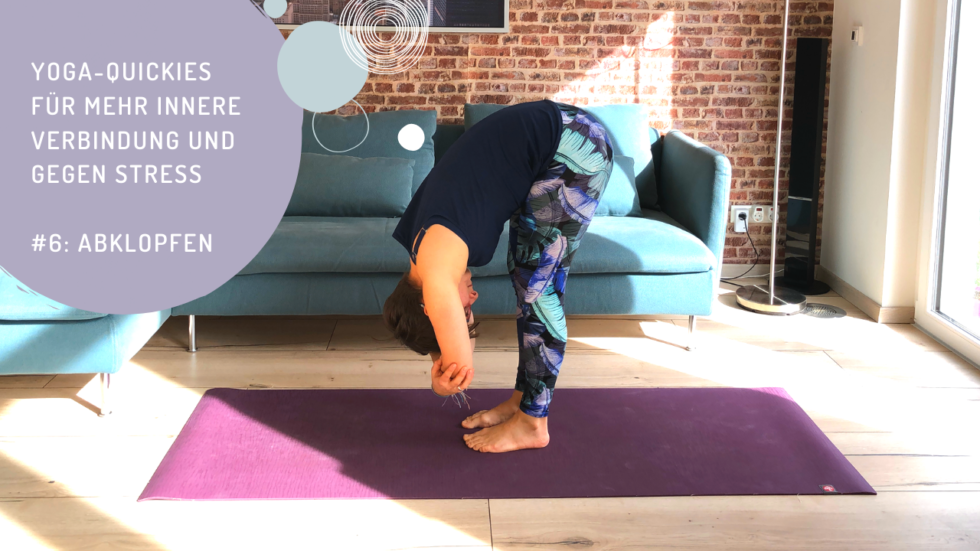 Yoga-Quickies für mehr innere Verbindung und gegen Stress - #6 Abklopfen