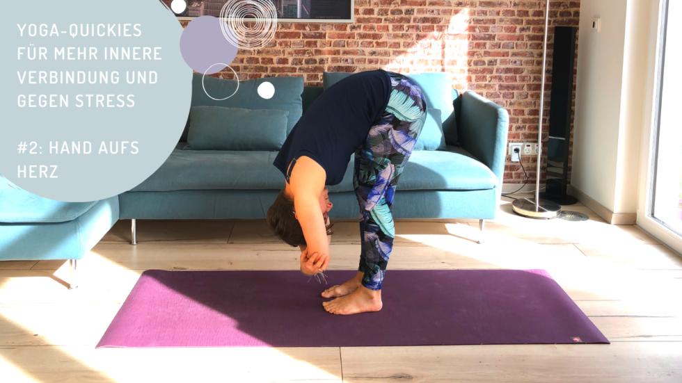 Yoga-Quickies für mehr innere Verbindung und gegen Stress – #2: Hand aufs Herz